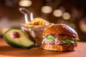 hamburger-avocado